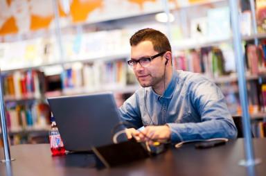 computers en wifi in bibliotheek Zeeuws-Vlaanderen